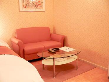 302号室ソファ